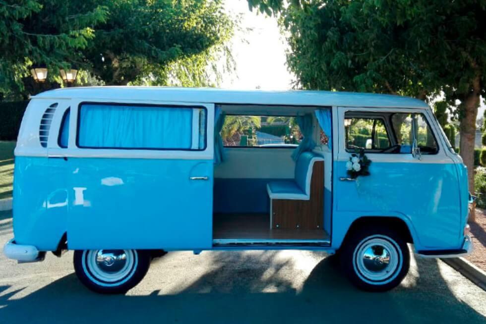 alquiler de furgoneta volkswagen hippie kombi t2 azul blanca en valencia bodas eventos rodajes jj dluxe cars exterior