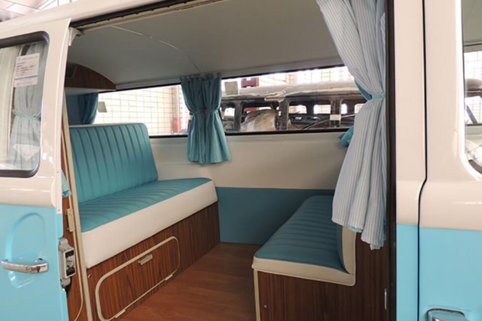 alquiler de furgoneta volkswagen hippie kombi t2 azul blanca en valencia bodas eventos rodajes jj dluxe cars interior